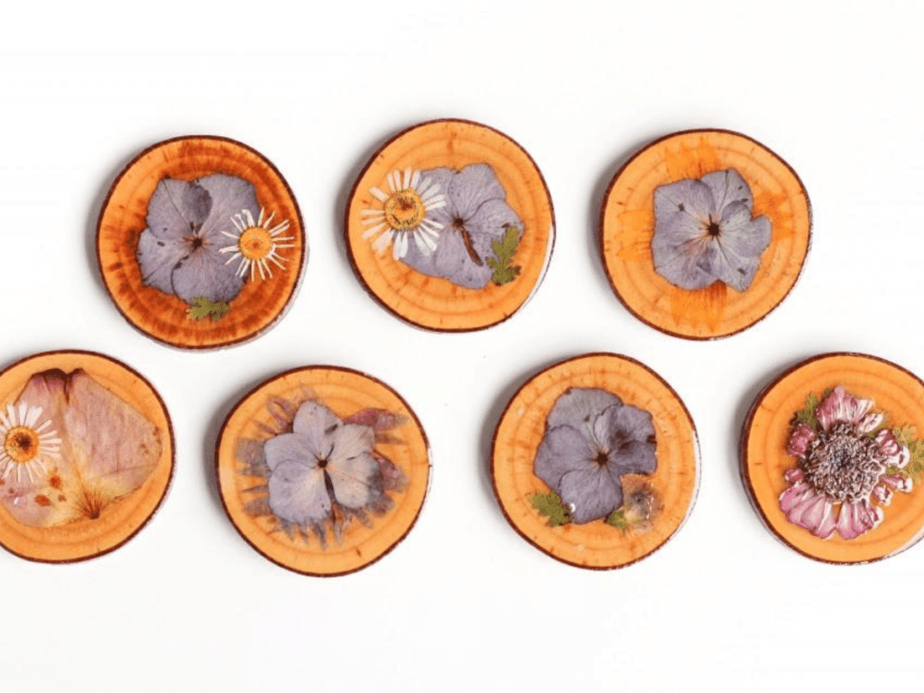 wood slices with pressed flowers- flower crafts